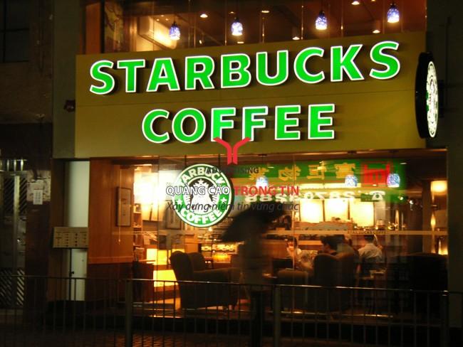 Làm thế nào để bảng hiệu của quán cà phê thật nổi bật trên đường phố